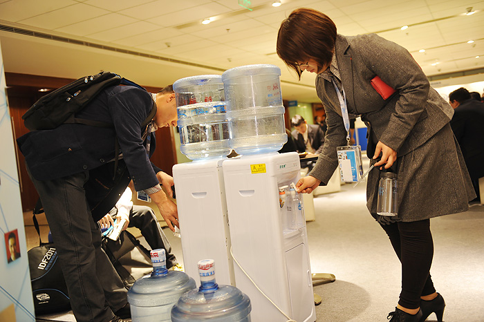Refilling water bottles. Image courtesy of Intel Corp.